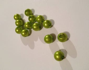 Pack of 15 green fancy beads.
