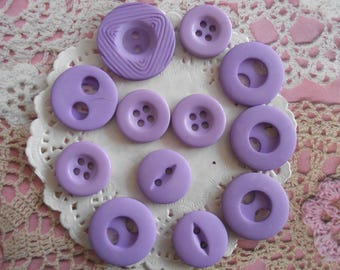 Vintage round purple acrylic 2 and 4 buttons holes ranging from 2.00 2.50 cm in diameter (with 12 buttons).