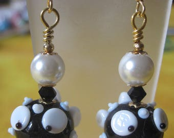 """""""Fish black and white"""" hypoallergenic gold colored metal earrings"""