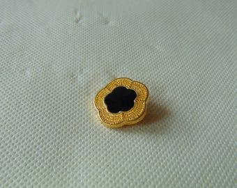 Flower black heart shaped gold button