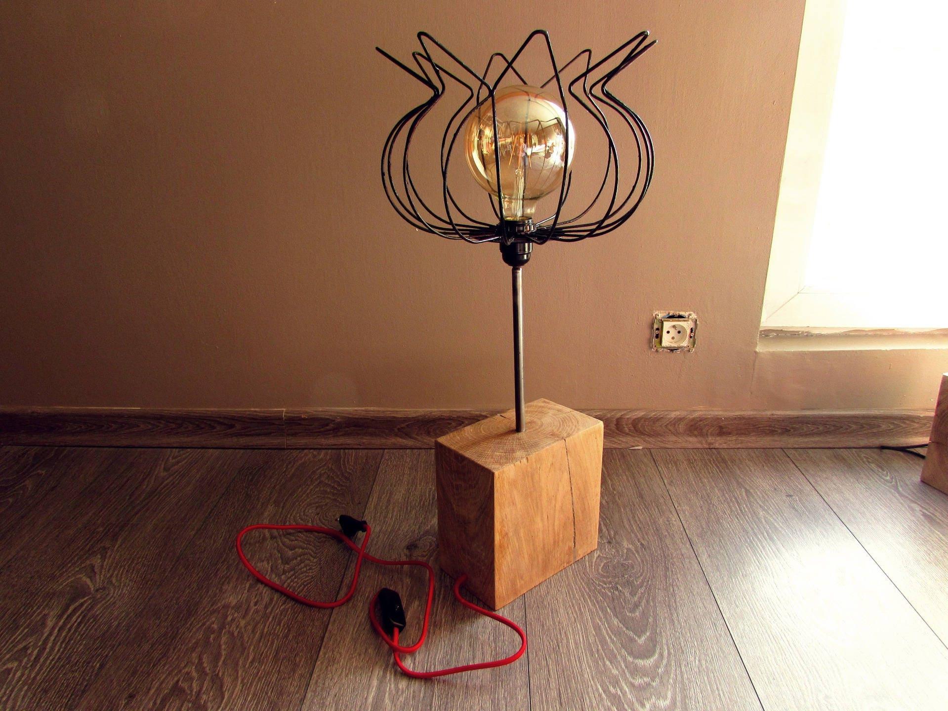 lampe pied en ch ne massif abat jour en fil de fer laqu noir. Black Bedroom Furniture Sets. Home Design Ideas