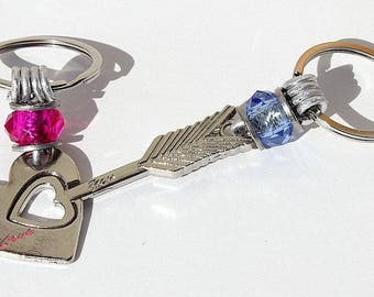 "Keychain featuring a heart and arrow decorated with pink and blue beads: ""Les amoureux"" Mod 01"