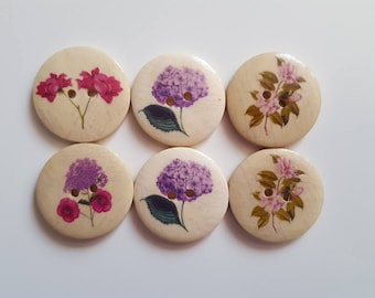 Set of 5 wooden flower buttons