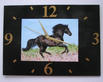 Clock / wall clock in Slate: horse