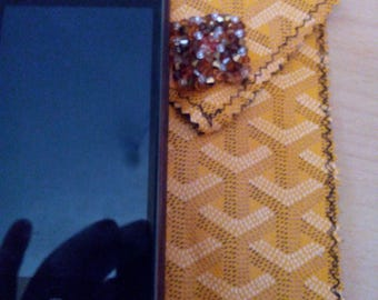 Pretty phone case! closed with velcro and a fancy bead!