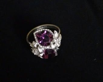 Vintage adjustable Sarah Coventry ring silver tone with purple stone