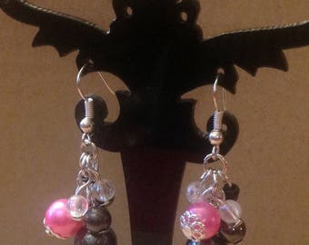 Pink and black beaded cluster shaped earrings