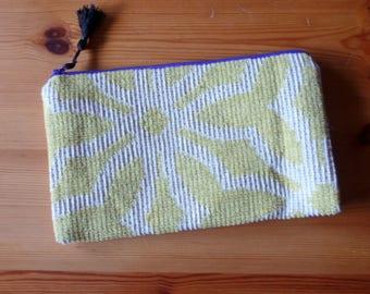 Pouch epai fabric woven with purple zipper.