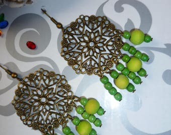 Green wood beads and bronze earrings