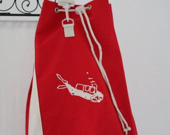 Great backpack red spirit boating, embroidered with a scuba diver
