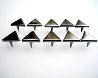 Triangle shape claw nails