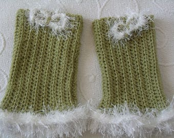 mitts crocheted green and white