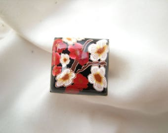 Square ring adjustable, flowers: 'Asia'.