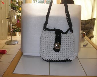 Handbag crocheted hooked two-tone gray Heather/black with crocheted handle and clasp