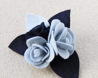 Brooch with felt and felt roses blue