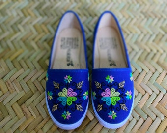 Shoe with handmade embroidery