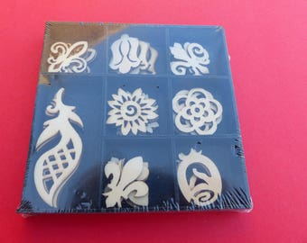 box of 32 wooden embellishments flower leaf flower Lily 8 different patterns