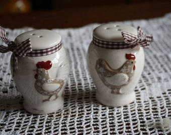 Salt & pepper shakers hen and rooster