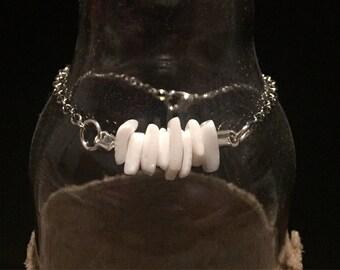 WHITE ROCK Silver chain bracelet with white stones