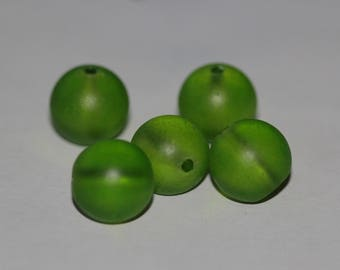Set of 10 green 14mm round glass beads