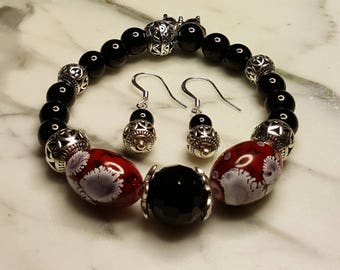 Onyx and Porcelain Stretch Bracelet with matching Earrings