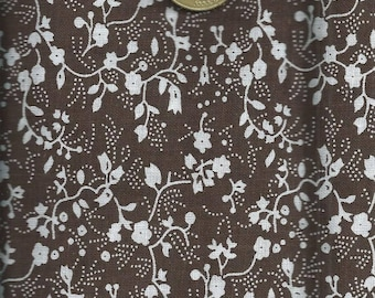 Flower fabric: White on Brown background flowers (coupon 45 x 45 cm) 100% fine cotton