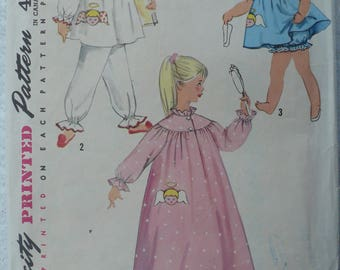Girl's, Children's Nightgown, Pyjamas, Panties, Baby Dolls, Pattern with Angel Transfer, Vintage Simplicity 1824, Size 4