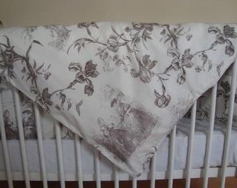 Toile de Jouy print crib set