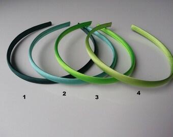 numéro4  serre tête recouvert de satin vert pale