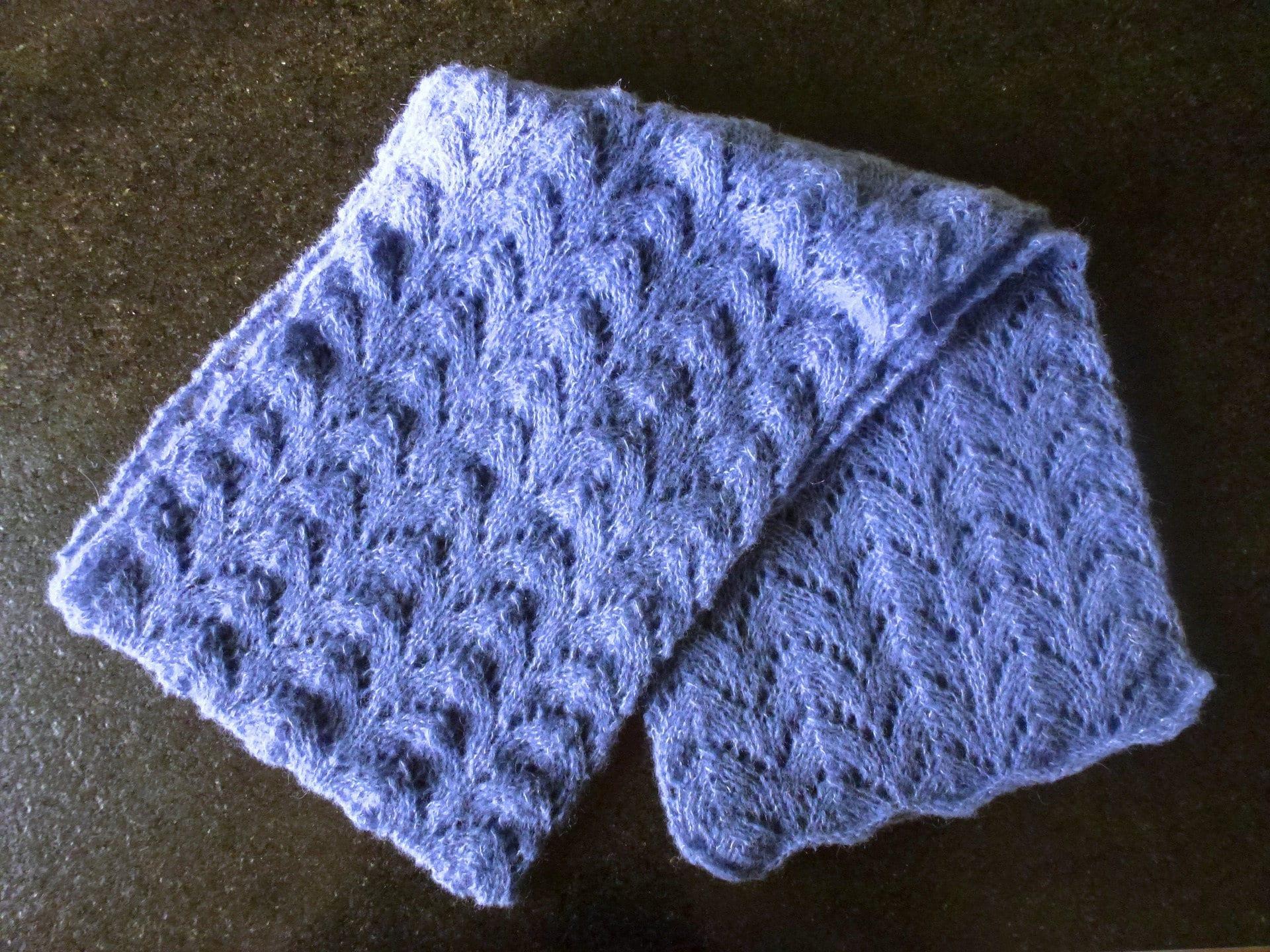 echarpe bleue jean alpaga soie point ajour zig zag en tricot. Black Bedroom Furniture Sets. Home Design Ideas