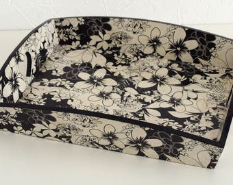"""""""Flowers in black and white"""" wooden serving tray"""