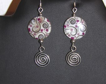 Mother of pearl earrings printed with spirals