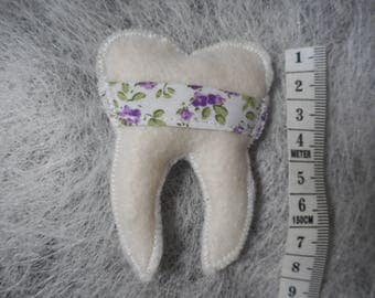 Tooth for the passage of the little mouse