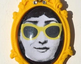 "Brooch yellow pattern ""Lina - smile"""