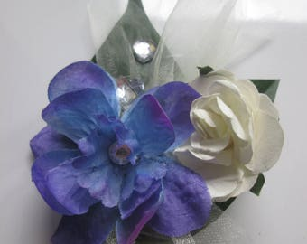 Boutonniere, wedding brooch, white and blue.