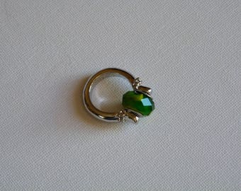 RING WITH GREEN GLASS STYLE LARGE HOLE BEAD