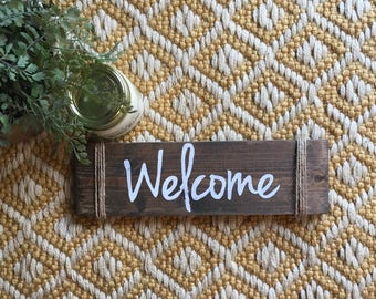 Small Rustic Wood Welcome Sign//Farmhouse Decor//Rustic Sign//Hand Lettered//Entryway Welcome Sign//Porch Sign