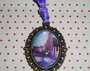 Necklace cabochon with an array of Maximilien Luce: Street Ravignan (cabochon necklace)