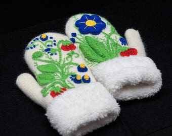 White mittens with exclusive  embroidery