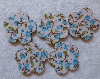 Set of 5 embellishments in wood and blue flower fabric