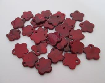 29 breloques en nacre naturelle fleur rouge 13 x 13 mm