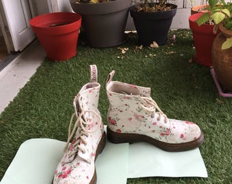 Doc Martens white floral size 5UK / 38 FR / 7 US