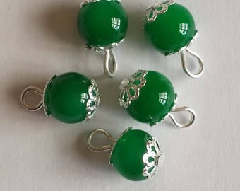 5 pendants 8mm green glass beads
