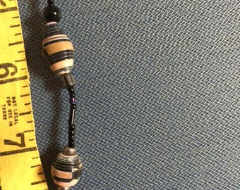 Bracelet with paper and glass beads