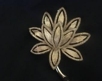 1980's Avon gold pin