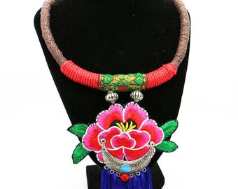 Colar Tradicional Bordado Rosa/ Rose Sachet Collar Necklace