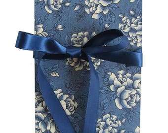 Leporello, 17 x 12 cm Accordion folder with blue rose motif and ribbon