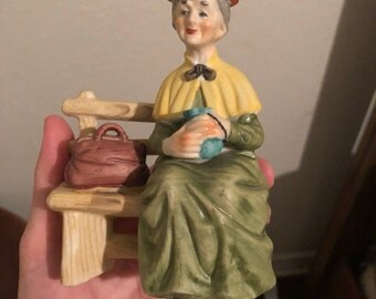 Vintage LEFTON figurine. The old lady on a bench.