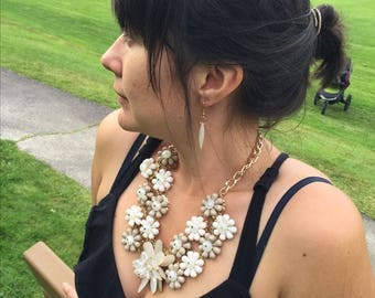 White flowery necklace