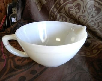 Vintage Fire King Oven Ware Ivory 7 inch Batter Bowl with handle and pour spout